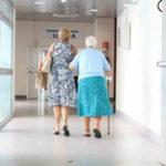 Pazienti in corridoio di ospedale