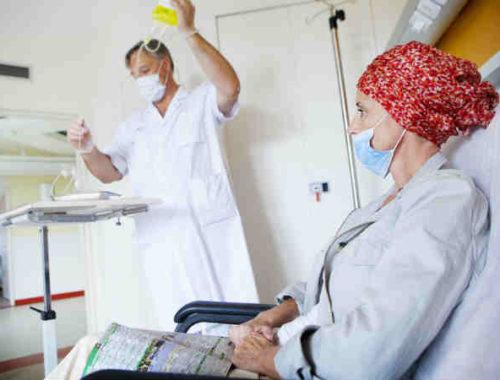Paziente oncologica durante ciclo chemioterapia