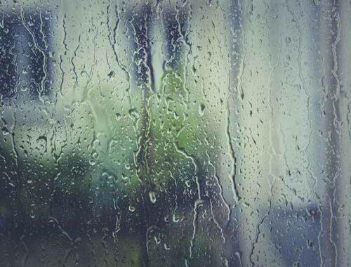 Finestra con pioggia
