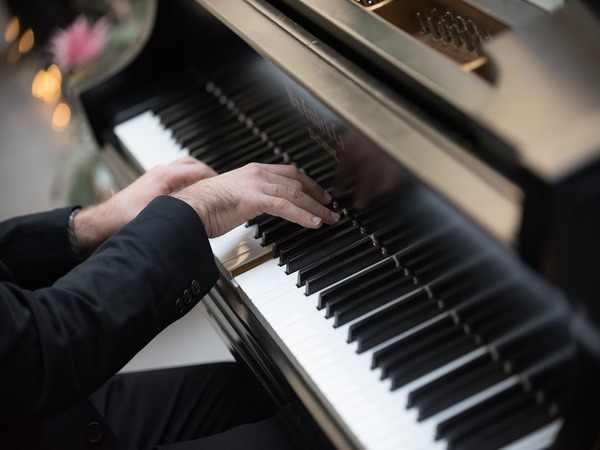 Pianista suona